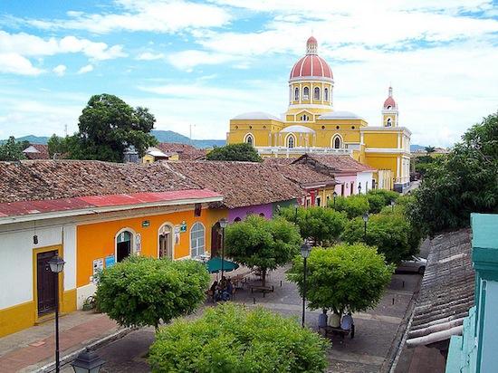 granada-nicaragua-street-550